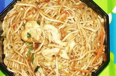Chicken Hakka Noodles Feat
