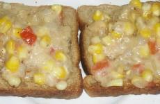 Corn toasts Feat